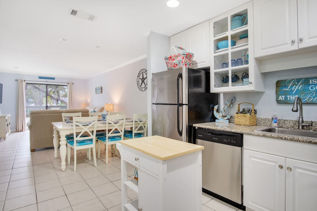 Fully equipped kitchen, includes crockpot, mixer, blender, panini press and more!