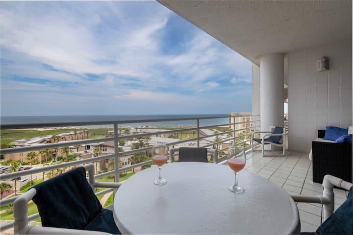 Luxury Spacious Beachfront and Bay Views Sleeps 8