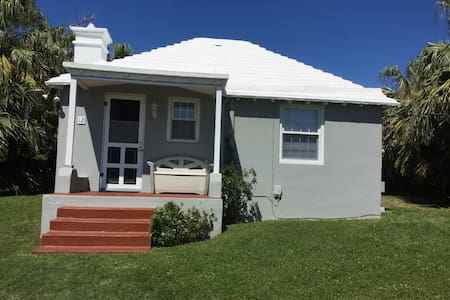Cozy one bedroom Bermuda cottage near beach