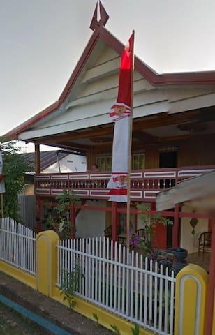 Rumah Kayu khas Sulawesi Selatan