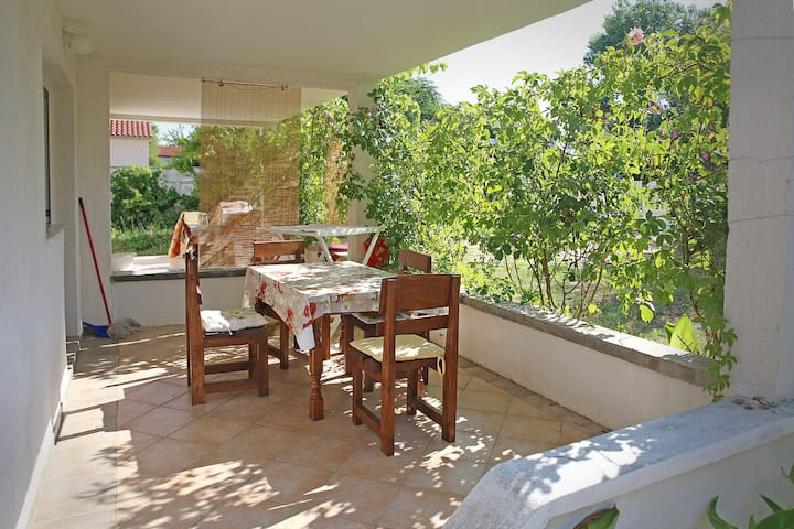Apartment in the garden I