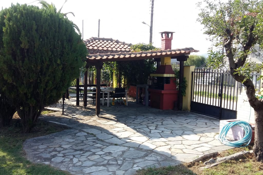 The kiosk, place for relaxation, breakfast, barbeque and afternoon joy!