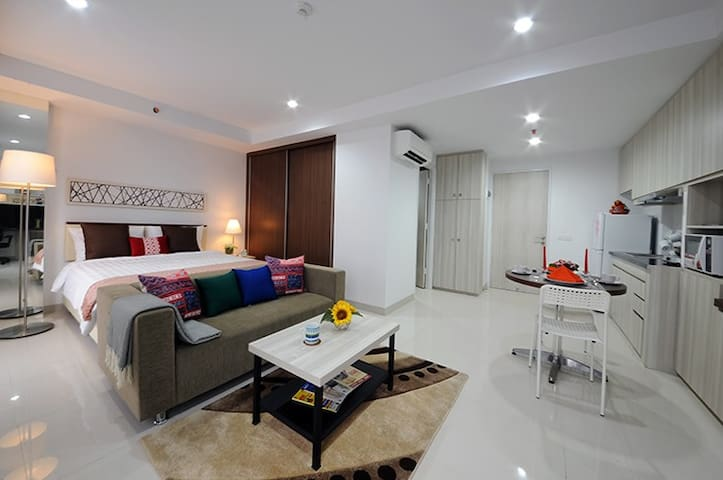 Smart Room at Azalea Suites Cikarang by Jayakarta