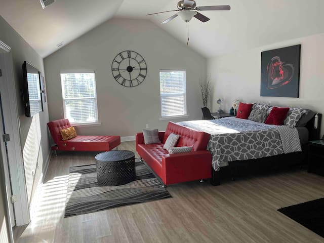 A Lake View in Atl! (Payment Plans&Bed/Ba on Main)