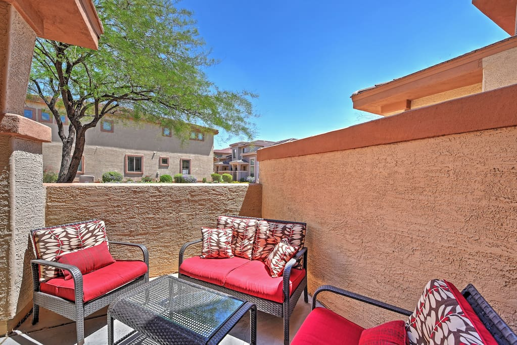 Relax in the sensational private patio with your drink of choice.