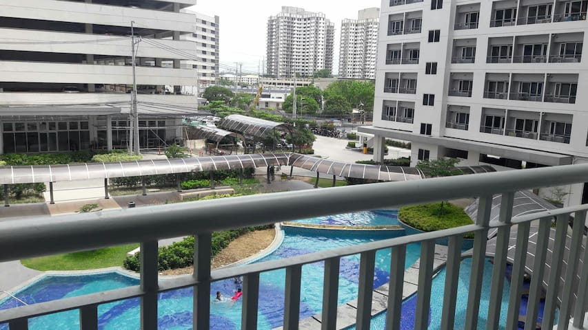 Condo with balcony near BGC Business District