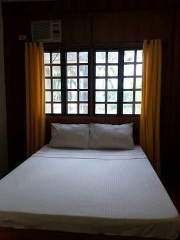 Villa del Carmen B&B Bohol Back Room - Carmen - Bed & Breakfast