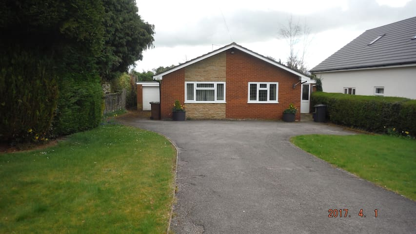 Large, Clean  Bungalow on outskirts of Northampton