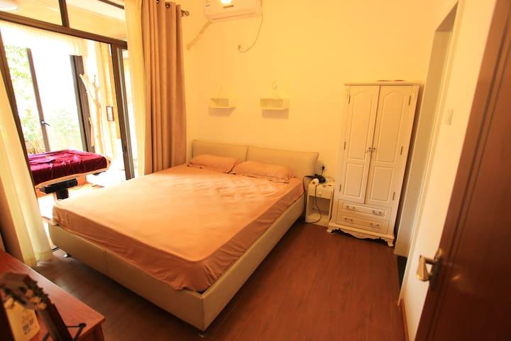 房间2是一间与麻将房相连而且个自独立的房间