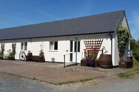 The Turbles-Wagtail (dog friendly) enclosed garden - Worcestershire
