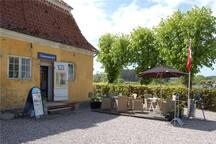 Nearby café