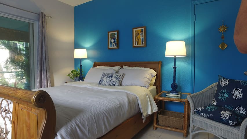 Our guest room is bright, clean and fresh.