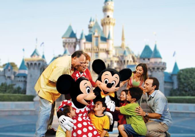 Clean & Cozy Convenient space for Disney Fun time