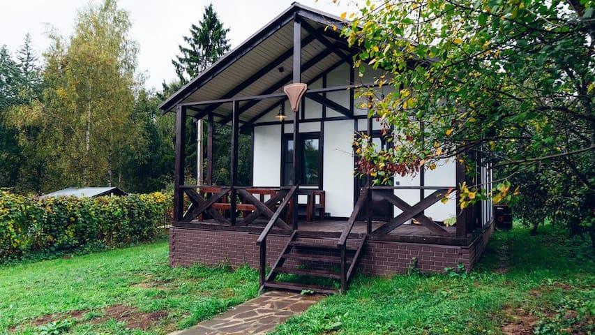 Сдаём дизайнерский дом рядом с лесом и рекой