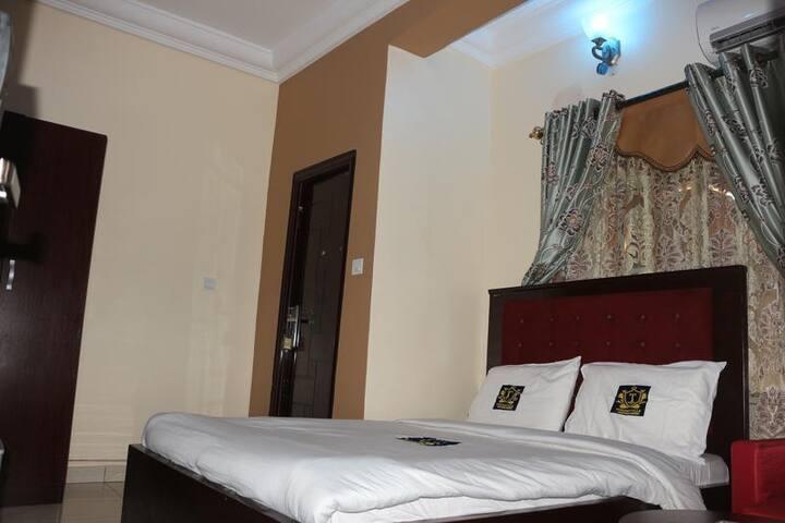 TommsVille Hotels - Deluxe Room