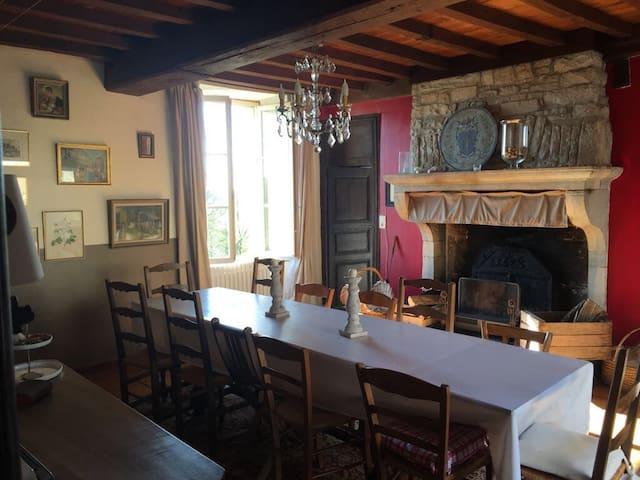 Charmante maison de campagne au calme - Cusey - Дом