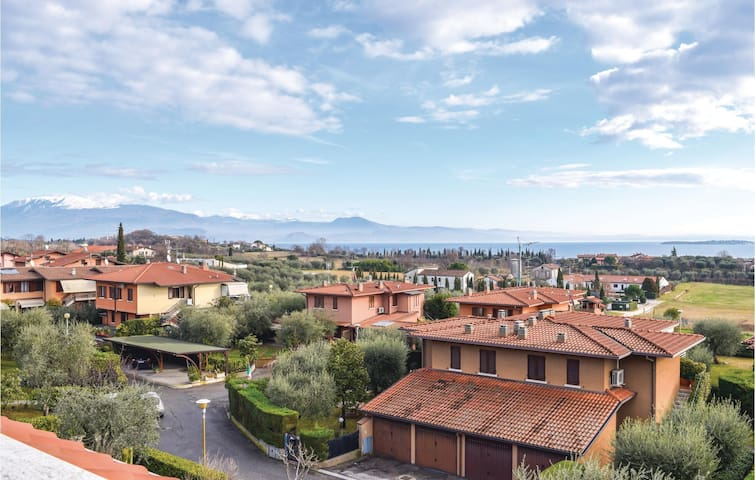 Holiday apartment with 2 bedrooms on 65 m² in Padenghe sul Garda -BS