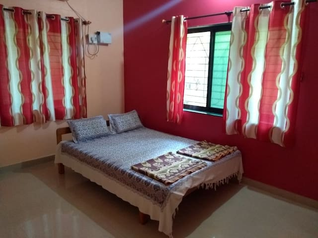 AC ROOM for 4 person contain one double bed & two floor mattreess