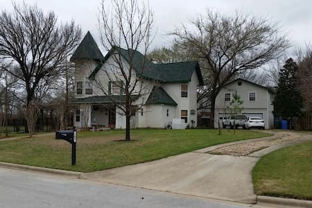 Victorian Beauty in Charming Small Town - Bastrop