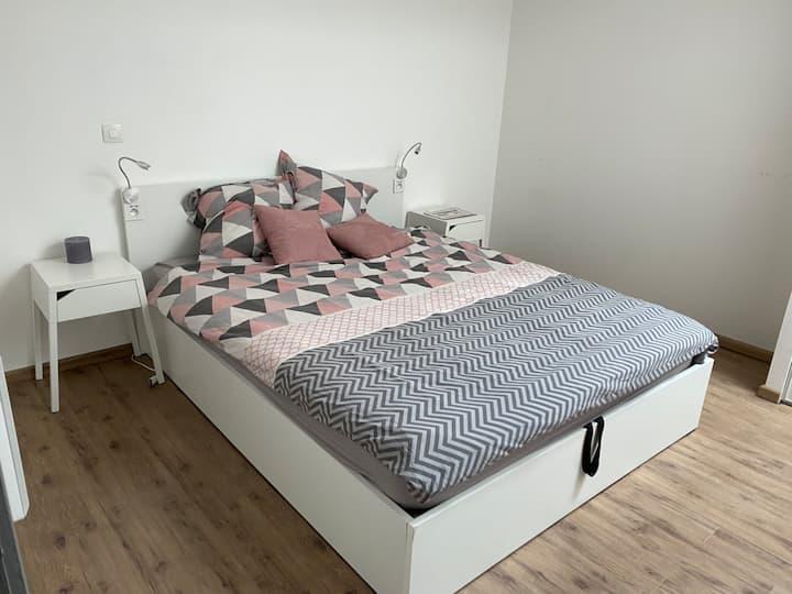 Une chambre dans un loft moderne