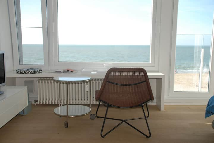 studio with view on the sea