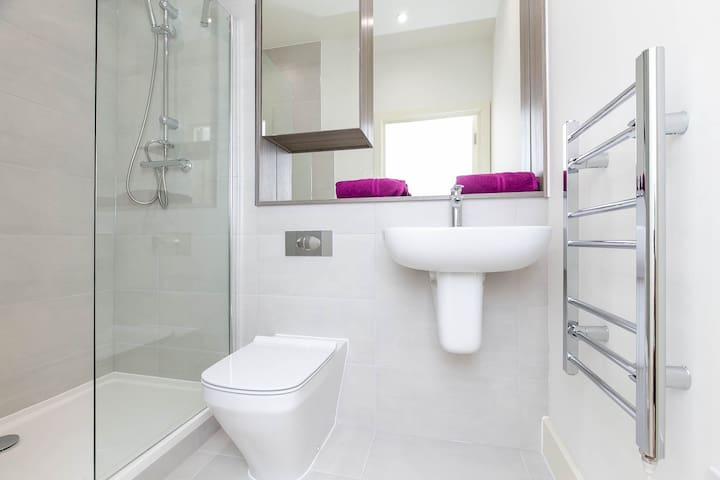 Brand New Luxury Heathrow Apartment