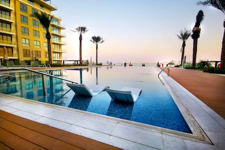 Beach-Front 1BR Apt, View & infinity pool