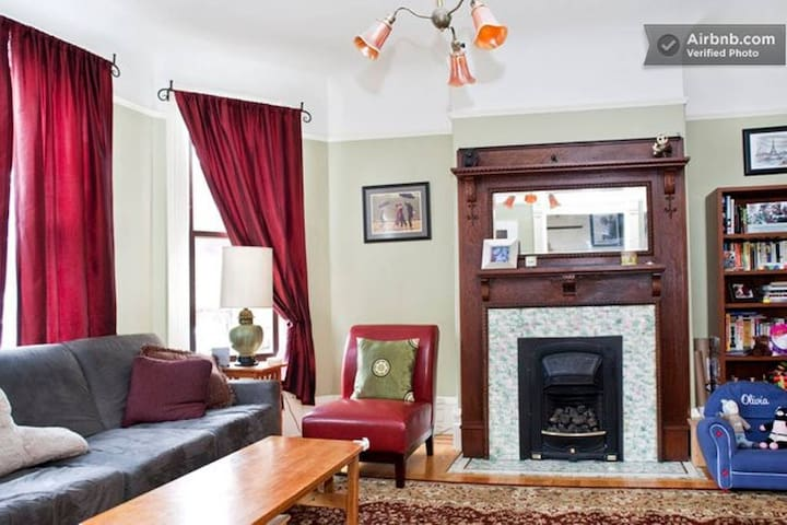 Living room with bay windows, gas fireplace, tv.