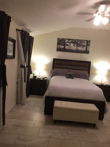 Nice clean 1bed/ bath available! - New Port Richey - Huis