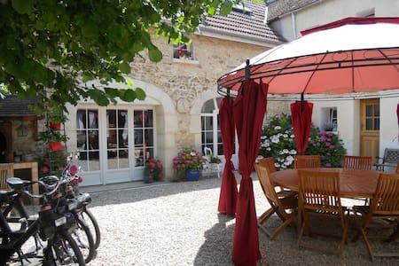 Les Mille et une Pierres - Mareuil-le-Port - Bed & Breakfast