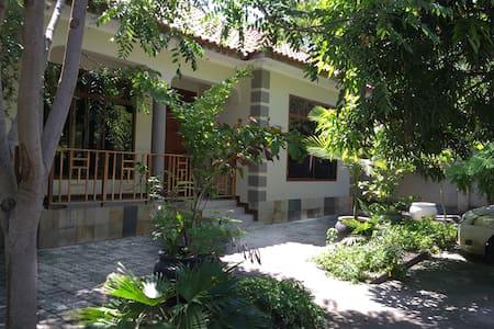 Private bungalow located 300m from Ununio Beac