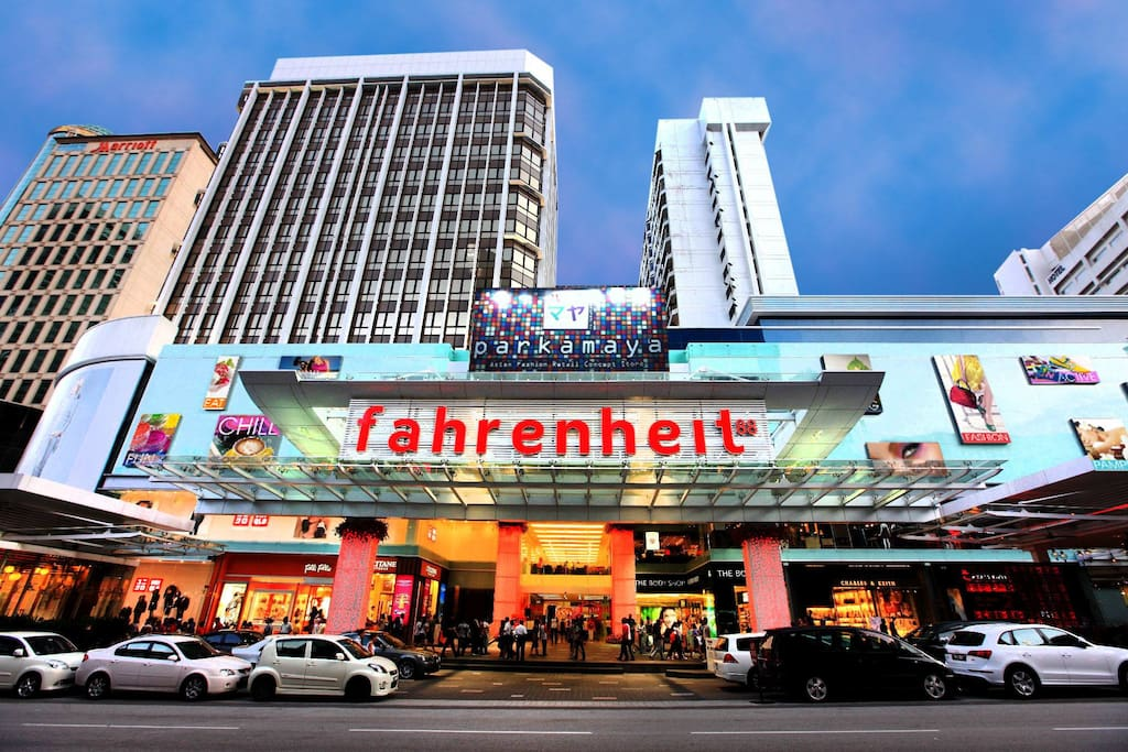 Fahrenheit 88 Mall, located directly below