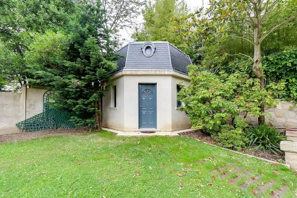 petite maison neuve proche parc de sceaux micromaisons louer ch tenay malabry le de. Black Bedroom Furniture Sets. Home Design Ideas