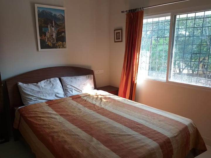 Private Double bedroom with toilet,free breakfast