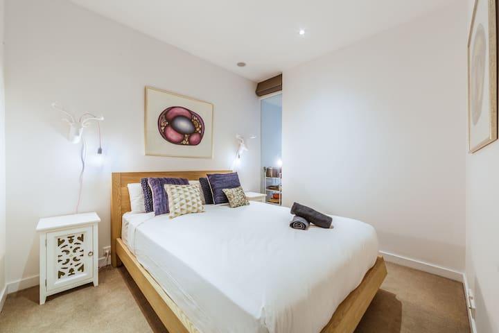 Elegant 1 bed 1 bath apartment, free parking
