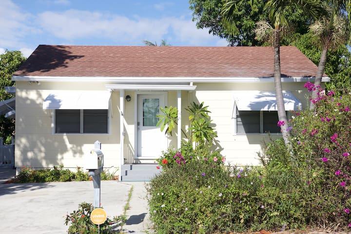 Enjoy South Florida - Charming  House  3/2