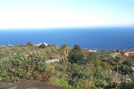 Spacious family house with wonderful views. - Villa de Mazo - Huis