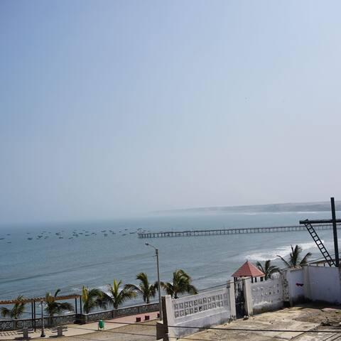 vista de la terraza hacia el muelle de pacasmayo