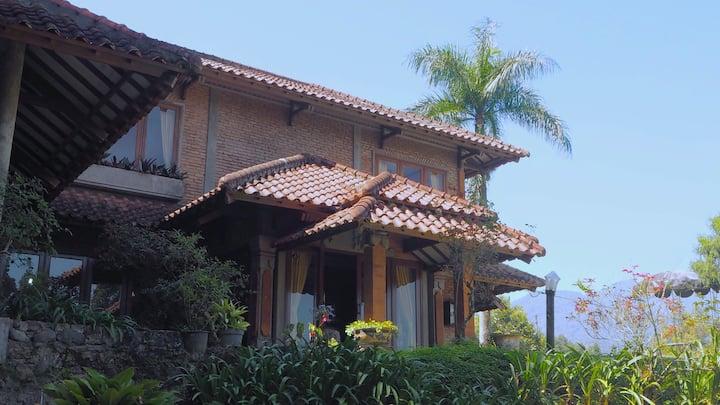 Villa Maduma - 5BR Holiday Home at Puncak
