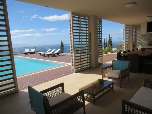 Casa do Cedro I - Magnificent Views - Caniço - Apartment