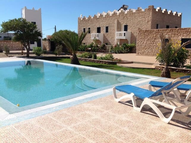 Quiet room in garden with pool: great slow holiday - Sidi Kaouki - Bungalow