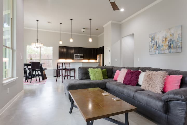 """Austin Charm-Country Chill - """"Best Property!"""""""