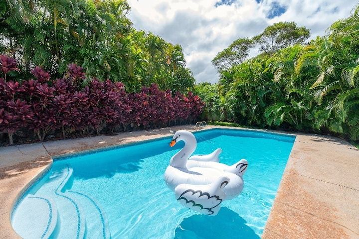 PRIVATE POOL*Beautifully landscaped exclusive HOME