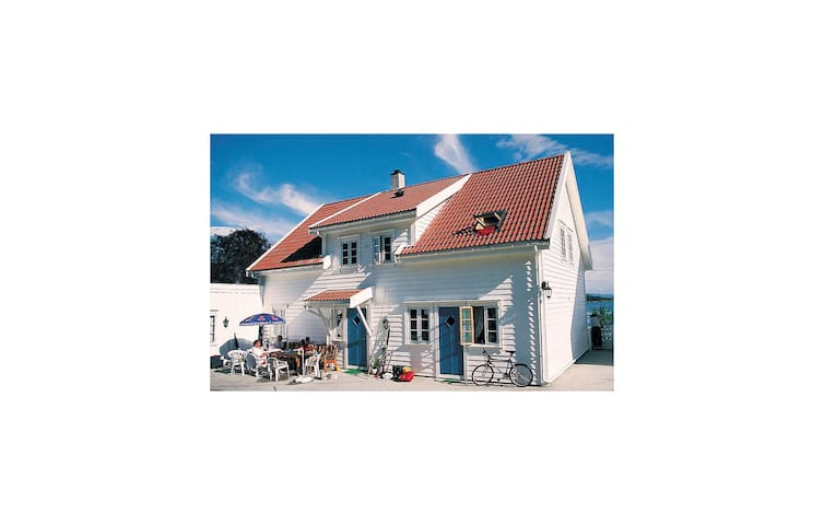 Holiday cottage with 5 bedrooms on 190m² in Nedstrand