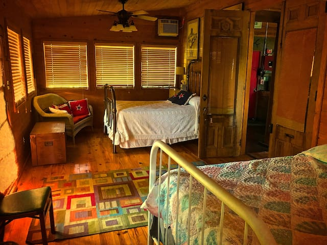 FolkArt Barn (Cypress Bedroom) ★ Near Lafayette
