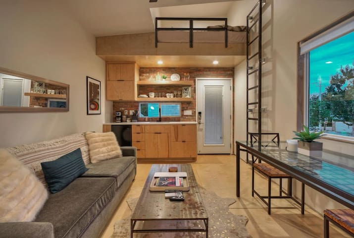 ★Trendy East Austin Location, Downtown Staycation★