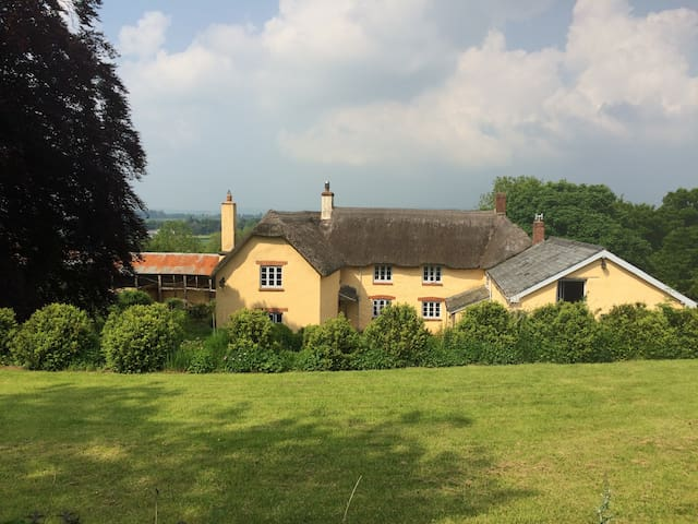 Beautiful farm house in peaceful Devon countryside - Stoodleigh - บ้าน