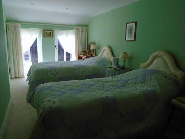 Bedroom 3 with adjacent toilet/washing facilities - Worcestershire - บ้าน
