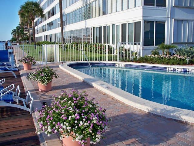 Bright & Open Waterfront Condo 1 Block from Beach - Pompano Beach - Condominium