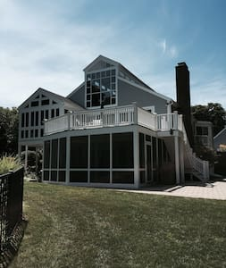 Cape Cod Lakefront Home - Деннис - Дом